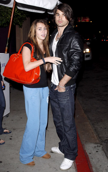 56936409miley_cyrus_justin_gaston39200944305pm
