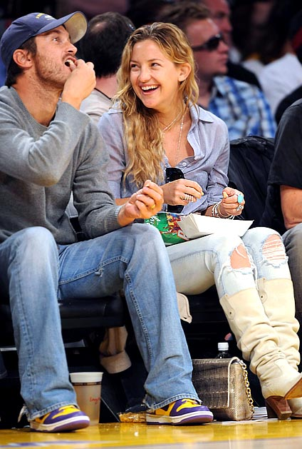 Kate Hudson and Brother Oliver at Lakers Game Pictures Photos